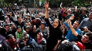 جامعه در وضعیت جنبشی است و نارضایتی سریعا به اعتراض بدل میشود./سعید مدنی